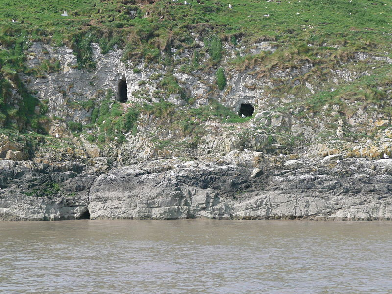 (Smugglers' caves on Flat Holm Island)