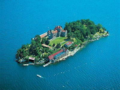 (Singer Castle in the romantic Thousand Islands)