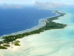 (Low, narrow Kiribati is at risk from seawater)